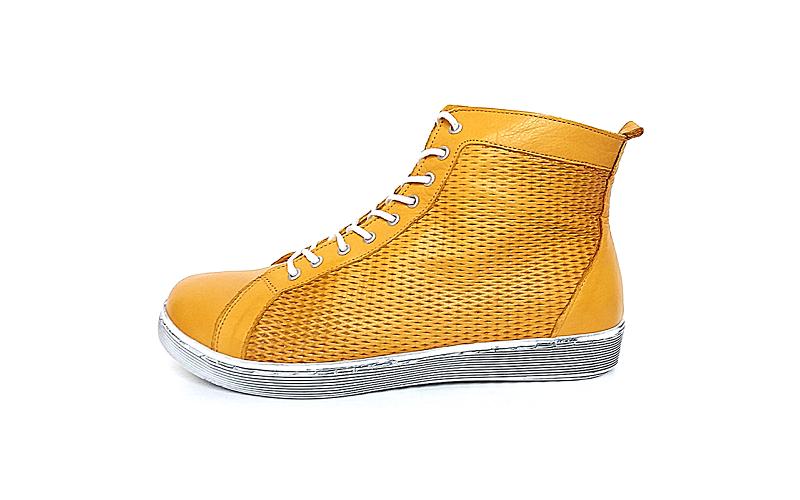 Andrea Conti hoge sneaker in okergeel leder, uitneembare binnenzool, veter én rits, zeer soepel - €89.95