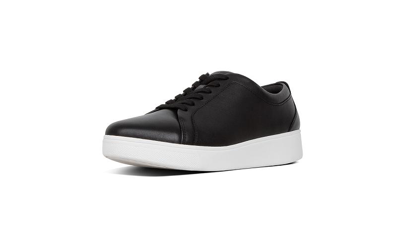 FitFlop sneaker in zwart leer, vetersluiting, vederlicht en zeer comfortabel - €100.00