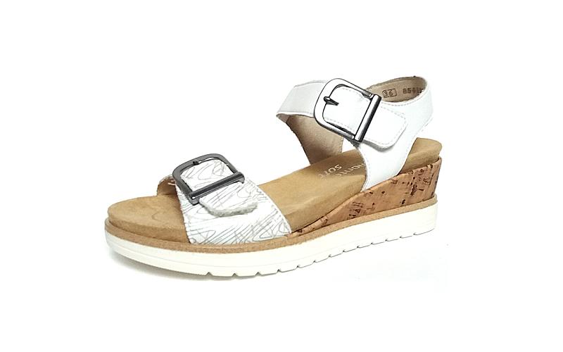 Sandaal van Remonte in wit leder, sluiting met 2 velcro's (de 2 gespen zijn verborgen velcro sluitingen), uitneembaar zacht voetbed, G-breedte (breed) - €69.95
