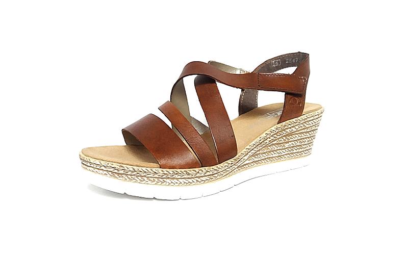 Sandaal van Rieker in medium bruin leder, sleehak van 5 cm, F1/2 breedte (normale breedte maar met iets meer ruimte aan de bal van de voet), velcro sluiting - €69.95