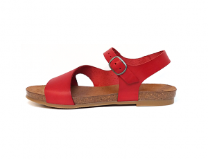 Sandaal van Cosmos in zeer soepel rood leder, lederen binnenzool, voorgevormd voetbed in natuurkurk, sluiting met verstelbare drukknop (de gesp is een drukknop), antislip zool - €54.95