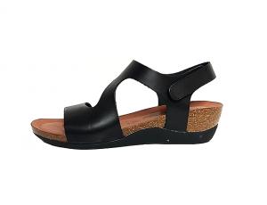 Cosmos sandaal op een sleehakje van 3 cm, zwart leder, binnenzool in leder, zacht voorgevormd voetbed in natuurkurk, sluiting met velcro - €59.95