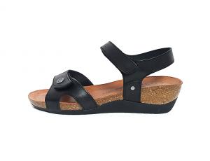 Sandaal van Cosmos in zwart leder, sleehak van 3 cm, zacht voetbed in natuurkurk met lederen binnenzool, 2 velcro sluitingen, soepele antislip zool - €59.95