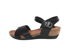 Cosmos sandaal op een sleehakje van 3 cm, zwart leder, binnenzool in leder, zacht voorgevormd voetbed in natuurkurk, sluiting met gesp - €59.95