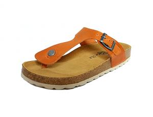 Cosmos teenslipper, oranje(heldere cognac) leder, binnenzool in leder, zacht voorgevormd voetbed in natuurkurk, aanpasbaar met gesp - €39.95