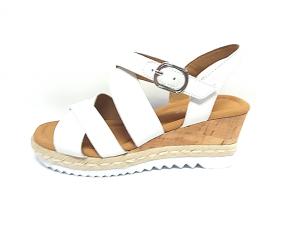 Wit lederen sandaal van Gabor op een sleehak van 4 cm, velcrosluiting (gesp=velcro)