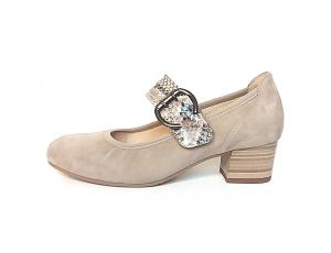 Gabor lage schoen met velcrosluiting (gespje=velcro), beige daim, bandje over de wreef in beige pythonleer, blokhakje 3 cm, uitneembare binnenzool, H-breedte - €110.00