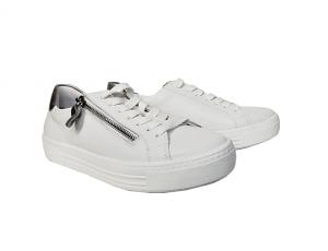 Lage sneaker van Remonte in wit leder met zilvergrijs accent achteraan, sluiting met veter én rits, uitneembare binnenzool, G-breedte (breed) - €79.95
