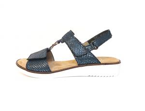 Sandaal van Rieker in blauw imitatieleder met metallic effect, zacht voetbed, velcro sluiting, aanpasbaar met velcro's, F-breedte (normaal) - €64.95