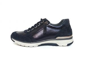 Lage sneaker van Rollingsoft in een combinatie van donkerblauw leder met donkerblauwe daim, sluiting met veter én rits, uitneembare binnenzool - €130.00