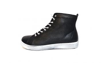 Hoge sneaker van Andrea Conti in zwart leder met honingraat structuur aan de zijkanten, voering en binnenzool in leder, uitneembare binnenzool, soepele antislip zool, veter én rits - €89.95,