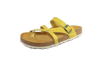 Cosmos teenslipper met bandje over de grote teen, geel leder, binnenzool in leder, zacht voorgevormd voetbed in natuurkurk, aanpasbaar met gesp - €39.95