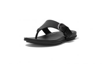 Teenslipper van FitFlop in zwart leder, verstelbaar met gesp, dynamicush zool - €90.00