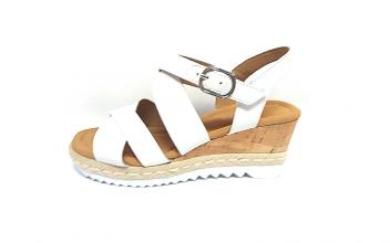 Wit lederen sandaal van Gabor op een sleehak van 4 cm, velcrosluiting (gesp=velcro) - €99.90