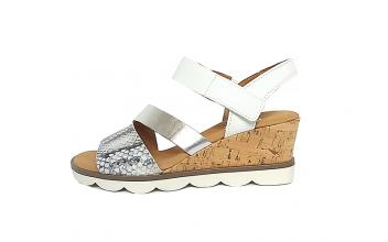 Gabor sandaal op een sleehak van 4 cm, combinatie van wit leder met zilverkleurig leder en leder met snakeprint, G-breedte (breed), velcrosluiting - €99.90