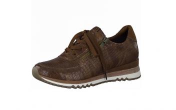 Lage sneaker van Marco Tozzi in cognackleurig imitatieleder, uitneembaar zacht voetbed, Sluiting met veter én rits - €64.95