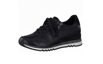 Lage sneaker van Marco Tozzi in zwart imitatieleder met structuur, uitneembaar zacht voetbed, sluiting met veter én rits - €64.95