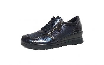Lage sneaker/veterschoen van Remonte in donkerblauw gevlamde lak, uitneembaar voetbed, sluiting met veter én rits, G-breedte (breed) - €79.95