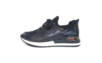 Donkerblauwe lage sneaker van Remonte, uitneembaar zacht voetbed, vetersluiting, F1/2 breedte = normale breedte met iets meer ruimte aan de bal van de voet - €69.95