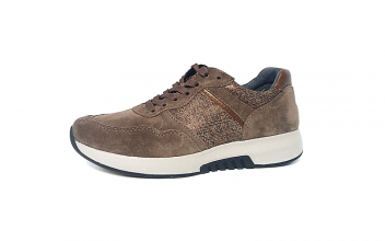 Lage sneaker van Rollingsoft in taupekleurige daim, uitneembaar lederen voetbed, vetersluiting, F-breedte (normaal) - €125.00