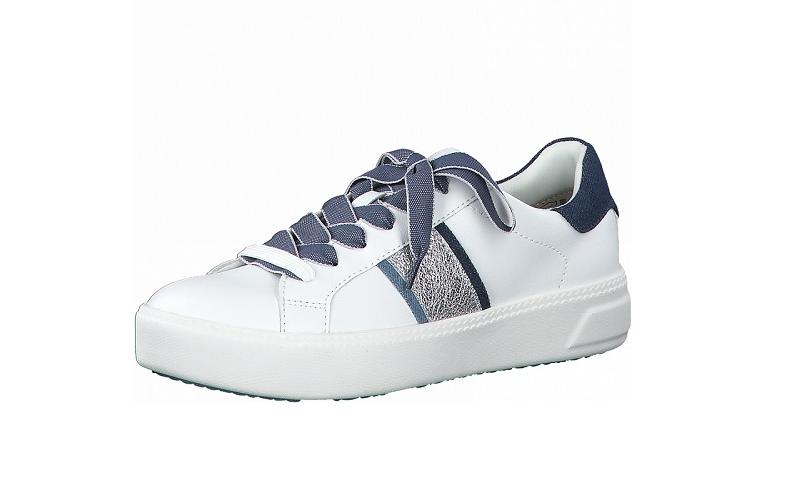 """Lage sneaker van Tamaris in wit imitatieleder met blauwe en zilveren accenten, zacht """"touch it"""" voetbed, vetersluiting, antislip zool - €49.95"""